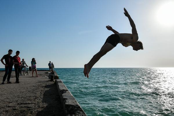 Раскрыты способы уберечь телефон и деньги во время отдыха на пляже