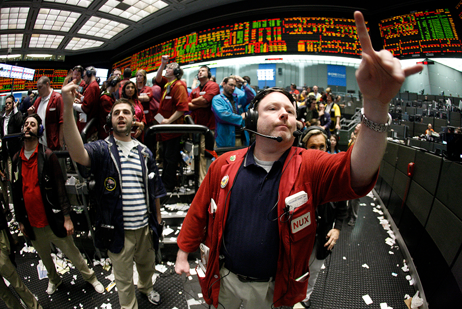 Трейдеры на Чикагской товарной бирже (CME), в группу которой входит и Нью-Йоркская товарная биржа NYMEX