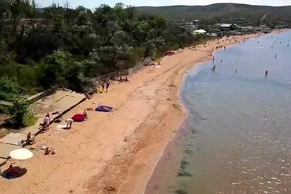 Открытые для посетителей крымские пляжи сняли на видео