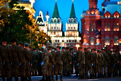 Стало известно время начала трансляции парада Победы