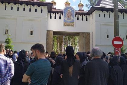 Опальный «духовник Поклонской» захватил женский монастырь и выставил казачий дозор