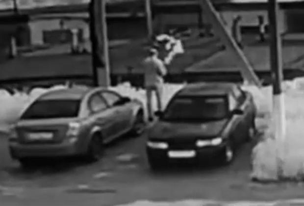 Андрей Ежов выбрасывает документы Раисы Верещагиной