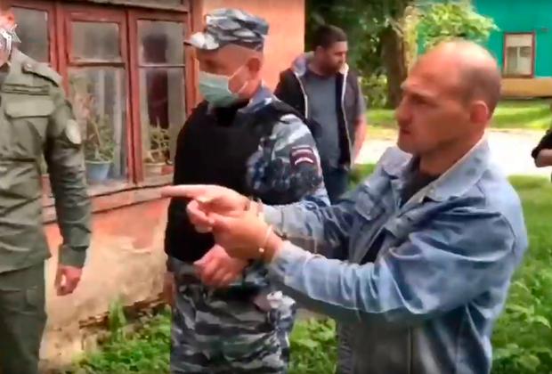 Андрей Ежов во время следственного эксперимента