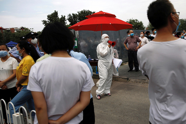 Китай заявил о большом риске новой эпидемии коронавируса