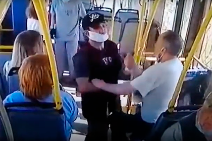 Отрицающий коронавирус россиянин напал на кондуктора и сорвал с него маску