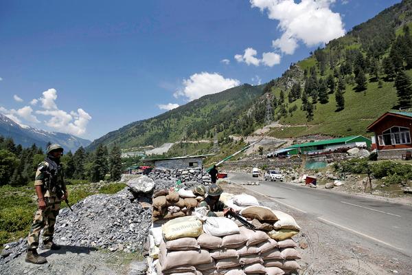 Индия и Китай поговорили после конфликта с десятками погибшими на границе