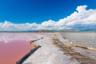 Феномен знаменитого розового озера Ретба в Сенегале объясняется просто — вода приобретает ярко-розовый оттенок за счет жизнедеятельности цианобактерий, которые питаются солью. Чтобы выжить, они притягивают определенный спектр солнечного излучения и для этого выделяют цветной пигмент, который впоследствии и окрашивает воду. Если подойти к озеру в разное время суток, можно заметить, что вода в зависимости от освещения приобретает разные тона — от нежно-выбеленного до алого и даже фиолетового.
