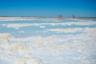 В России целебные свойства приписывают соленому озеру Баскунчак в Астраханской области — в первых географических описаниях его упоминали как место, «где ломают соль чистую, как лед». Водная гладь лежит на вершине соляной горы, которая уходит глубоко под землю на шесть километров, и питается водами десятков родников — на один литр там приходится 300 граммов чистой соли. Такой пресыщенный соляной раствор называют рапой — им россияне обычно лечат кожные болезни и заболевания органов пищеварения и дыхания.