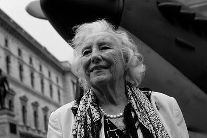 Умерла певица Вера Линн