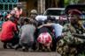 15 января 2019 года. Найроби, Кения. Офицер спецназа убеждает людей спрятаться в укрытие— из отеля «DusitD2» раздаются выстрелы. В гостиничном комплексе проводится спецоперация по уничтожению членов восточноафриканской джихадистской группировки «Аш-Шабаб», совершивших это нападение. <br> <br> В результате теракта погиб 21 человек. «Аш-Шабаб», тесно связанная с «Аль-Каидой» (запрещена в России), заявила, что атака была организована в ответ на решение президента США Дональда Трампа признать Иерусалим столицей Израиля.