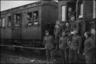 Немецкие солдаты перед отправлением эшелона на фронт. Германия, 1941-42 гг.