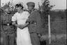 Переодетый в женское белое платье немецкий солдат со своими сослуживцами. Германия, 1941-42 гг.