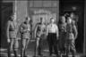 Групповой портрет немецких солдат возле пивной. Германия, 1941-42 гг.