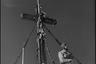 Крест и нацистский флаг на вершине горы Гроссглокнер, самой высокой в аннексированной Австрии. Высота 3798 метров, 1941-42 гг.