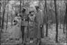Портрет немецких офицеров с девушками в лесу. Германия, 1941-42 гг.