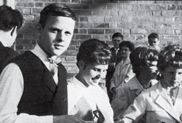Бергваль со своей сестрой-близнецом, 1964 год,