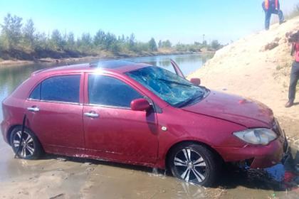 Трехлетний мальчик случайно завел машину, скатил ее в озеро и утопил россиянина