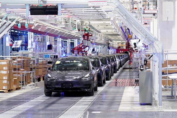 Илон Маск решил шантажировать американские власти заводом
