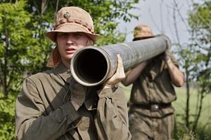 Российские военнослужащие на работах по монтированию водовода