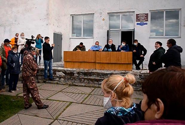 Народный сход в Нижней Кое после убийства Марины Халиловой