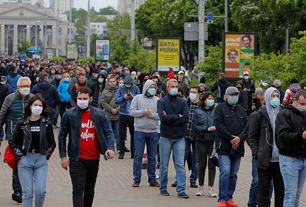 Очередь желающих сдать подписи за оппозиционных кандидатов, Минск