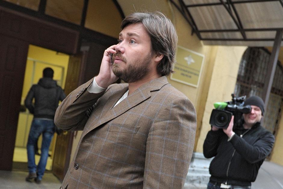 Малофеев у здания суда, где слушается дело о мошенничестве с кредитом на покупку «Нутритек»