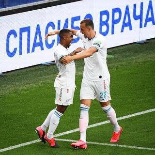 Малком (слева) и Артем Дзюба
