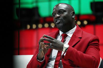 Певец Akon