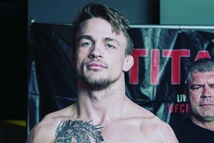 Новичок UFC девять раз попросил тренера остановить бой
