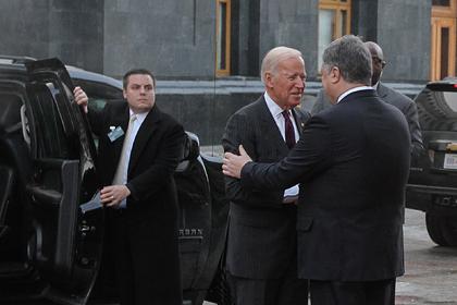 Порошенко жаловался Байдену на Авакова и передавал просьбы Яценюку