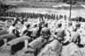 Капеллан проводит панихиду по погибшим американским морским пехотинцам на военном кладбище. Город Масан, Южная Корея, 29 сентября 1950 года.
