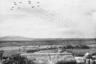 Десантники войск Организации Объединенных Наций прыгают с самолетов вблизи северокорейских городов Сукчхона и Сунчхона. Северная Корея, 20 октября 1950 года.