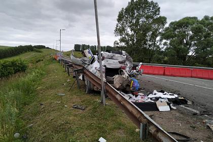 В России на мосту столкнулись грузовик, бензовоз и автобус