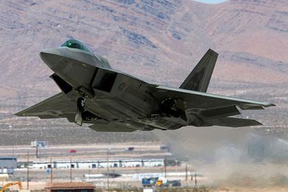 США довооружатся F-22