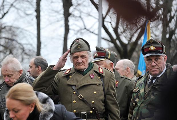 Участники шествия латышского легиона Ваффен-СС в Риге, 2016 год