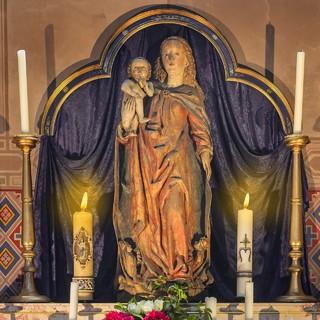 Статуя Девы Марии с младенцем Иисусом, Мюнхен