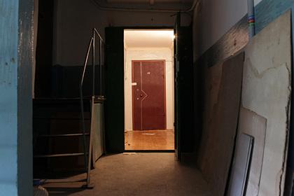 Соседка рассказала о жильцах квартиры с пятью суррогатными детьми