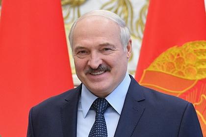 Лукашенко прибыл на парад и сел на трибунах недалеко от Путина