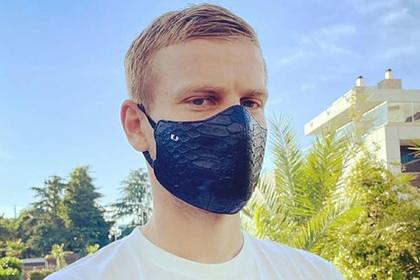 Ургант высмеял маску Кокорина из крокодиловой кожи за десятки тысяч рублей