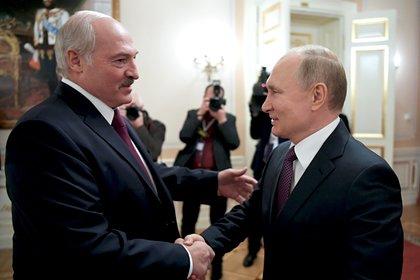 Путин пригласил Лукашенко на открытие памятника