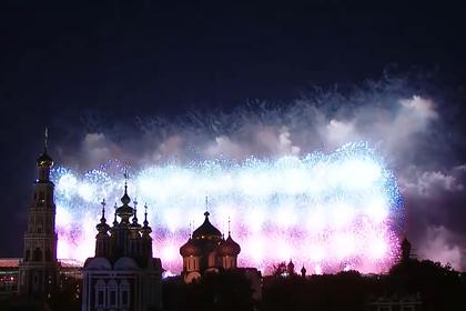Праздничный салют в честь 75-летия Победы в Москве показали на видео