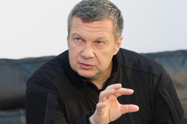 Соловьев назвал причину провокации солдата на параде Победы