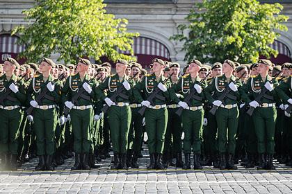 Очевидец рассказал об инциденте с участием солдата на параде Победы