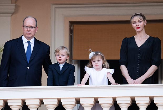 Князь Монако Альбер II и княгиня Шарлен с детьми на мероприятии Fete de la Saint Jean. 23 июня 2020 года