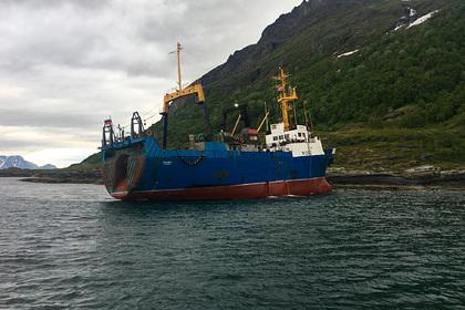 Российское судно село на мель в Норвегии