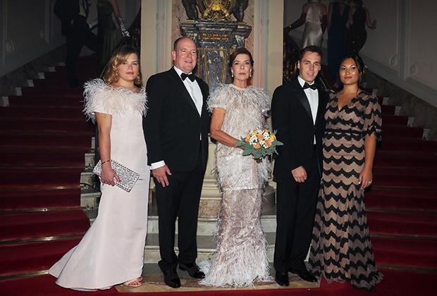 Камилла Готтлиб, Альбер II, принцесса Каролина Ганноверская, Луи Дюкре и Мари Шевалье на мероприятии Secret Games Party в казино Монте-Карло 5 октября 2019 года