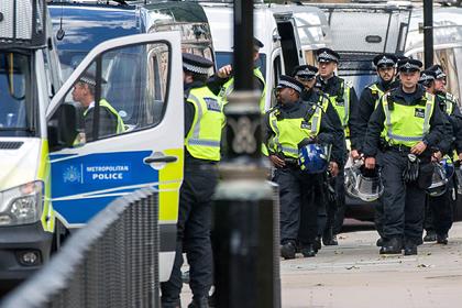 Жители Лондона собрались на нелегальную вечеринку и изувечили полицейских