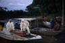 """По <a href=""""https://www.latimes.com/world-nation/story/2020-05-18/virus-heads-upriver-in-brazil-amazon-sickens-native-people"""" target=""""_blank"""">словам</a> координатора сферы здравоохранения для коренных народов Вейдсона Перейры, индейцы, которые постоянно приезжают в город, являются большой проблемой. «Сегодня самое безопасное место для них — в их деревнях», — отметил он. <br></br> Перейра указал, что всего две недели на карантине помогли бы выявить случаи заболевания среди индейцев и изолировать больных. Однако этого добиться не удалось, что вовсе не удивительно: населению приходится выбираться в города ради получения выплат и обмена улова на другую еду."""