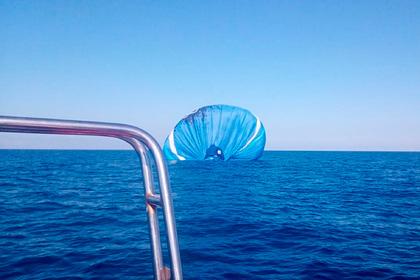 Россиянин решил позвать девушку замуж на воздушном шаре и оказался в море