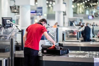 В Италии запретили пользоваться багажными полками в самолетах